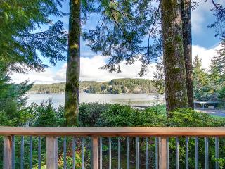Charming lakefront, pet-friendly cabin with great views, Lincoln City