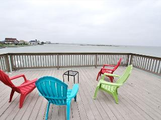 Bayfront views, beautiful sunsets, fishing or a short drive to the beach!, Galveston