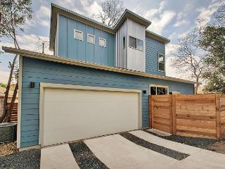 2BR/1.5 Chic House - Alley Access, East Downtown Austin, Sleeps 6