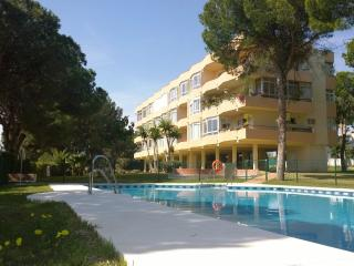 Apartment with secluded pool & garden - Calahonda, Mijas