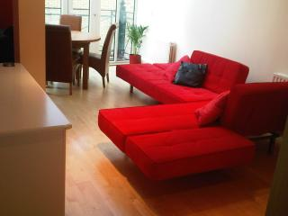 Luxury Bluewater Holiday Opal Red Suite, Greenhithe