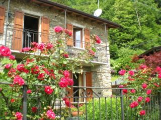 Charming cottage apartment with garden + WiFi, Plesio