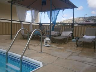 Mare, cozy family holiday home with private pool, Peyia