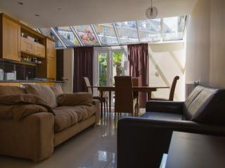 Luxury Bluewater Holiday Opal Brown Suite, Greenhithe