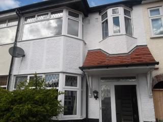 3 bedroom house in Enfield N London, nr Forty Hill