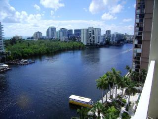 Gallery One Oceanview 1BR ** Free Hotel Parking **, Fort Lauderdale