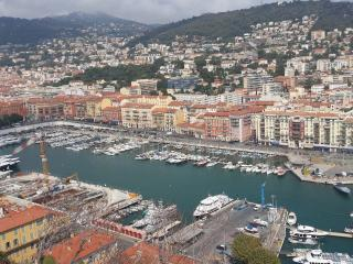 Bright studio in the centre of Nice with air con and terrace, 500m from the Promenade des Anglais, Niza