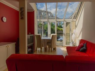 Luxury Bluewater Holiday Combo Red & Brown Suites, Greenhithe