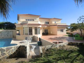 Alamos Park - Huge 5 bed villa with heated pool, Golf del Sur