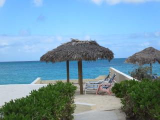 Quiet, Luxurious Condo in the Heart of Cable Beach, Nassau