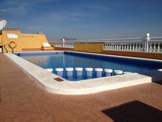 Holiday apartment with shared rooftop pool, Formentera Del Segura