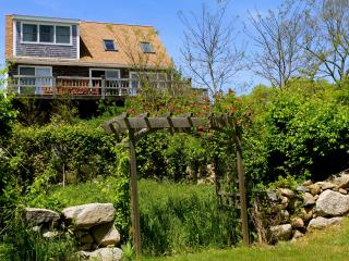 Waterview Cottage in walking distance to Beach, Aquinnah