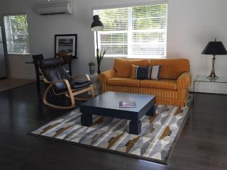 2 ROOMS APARTMENT WALKING DISTANCE TO THE BEACH, Lauderdale by the Sea