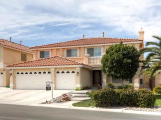 Spacious 5 bd home with pool, Las Vegas