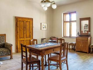 """""""Casa Arthur"""" – Stunning, historic mansion in Richis with 2 bedrooms, enclosed courtyard with garden, Biertan"""