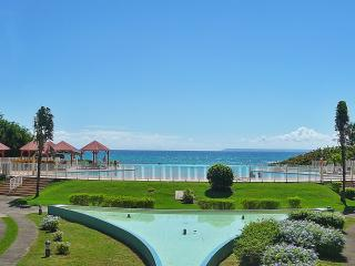 Bright apartment in Saint Francois (Guadeloupe) w/ air-con, stunning views, infinity pool, garden &, Saint-François