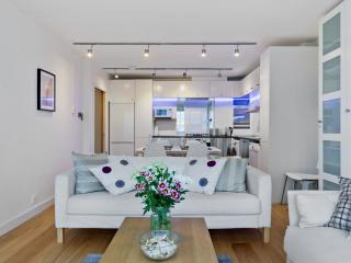Central London  2 bed Flat with Jacuzzi/Balcony