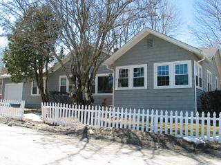 Secluded Home-COTTAGE AT OTTER CREEK-Sleeps 9!, Otter Creek