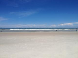 Clean, Quiet and Close to Sand! White Sandy Beach!, Saint Augustine Beach