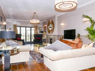 Large, luxurious Grade II listed house, Sussex, Hurst Green