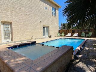 Huge house 4,300 sqft. with private pool, sleeps 14, 2 blocks to beach, Port Aransas