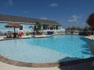 Moore Fun House in Pirates Bay, 2 Pools!  3 bedroom, sleeps 10, Port Aransas