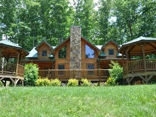 Cherokee Timber Lodge - What a View! Experience the Mountains in Comfort Minutes from the National Park and Harrahs Casino, Dillsboro