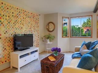 Sunny and cozy two room flat on Phinney Ridge close to cafés and shops!, Seattle