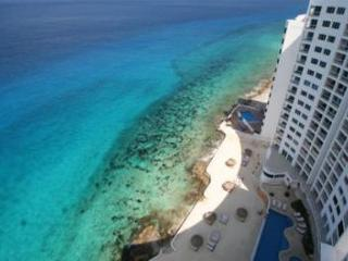 Oceanfront with pool 3 bedroom in Peninsula Grand (PG3A), Cozumel