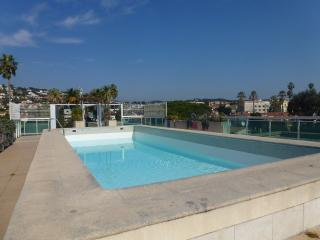 Perfect location,pool, beach and shops. 6 guests, Cannes
