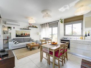 Tel Aviv Amazing 2BR , Huge Terrace, Top Location