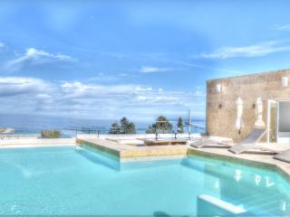 Seaview Villa with In & outdoor Swimming Pool, Bahar ic-Caghaq
