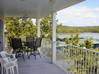 3 BR, 2 Bth Lakefront condo in Lake of the Ozarks, Osage Beach