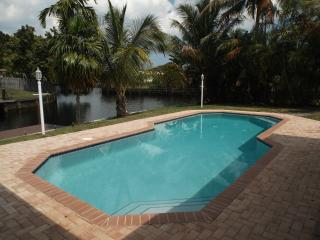 WATERFRONT HOUSE  PRIV HEATED POOL &DOCK 6 guests, Fort Lauderdale