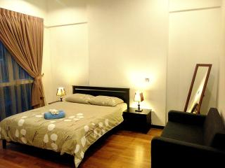 6 Star 2BR Suite at KL Sentral, 4pax, Train, WiFi, Kuala Lumpur