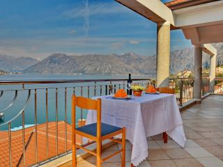 Beautiful Sea View Kotor Bay Apartment, Dobrota