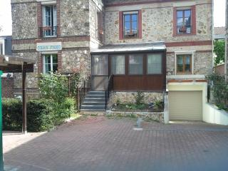holiday rooms for students,breakfast included, Colombes