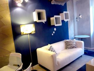 Stylish BLUE Apartment a few meters from the Duomo, Florence
