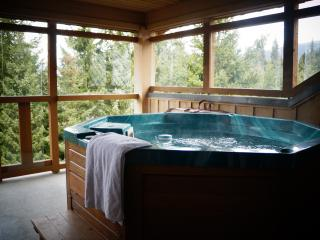 One Bedroom Townhouse with Private Hot Tub & WiFi, Whistler