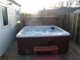 Low Glengyre Hot Tub Caravan - Luxury, Leswalt