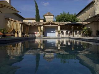 Beautifully Restored Bastide with Swimming Pool and Jacuzzi, Close to Uzès, Sleeps 14, Uzes