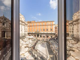 Trevi Fountain nest for 5 people, Rome