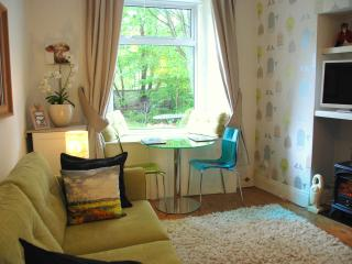 Edinburghs Villas Garden Apartment-Ideal City Area