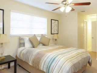 Clean and New in Sunny Dania Beach!