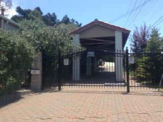 FENCED GATED PRIVATE RESIDENCE, WALK TO EVERTHING, El Cerrito
