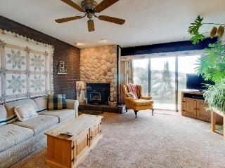Affordable and cozy slopeside condo close to the lifts, Steamboat Springs