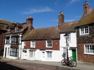 Chesterfield Cottage Rye, opposite the Landgate