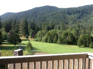 Golf Course Condo w/spectacular views, Welches