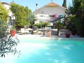 Old villa with garden / pool for family, Marseille