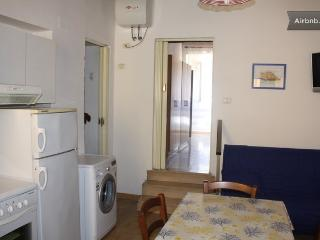 Seaside flat in the historical center  with Wi-fi, Piombino